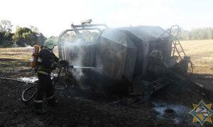Пресс-подборщик убирал солому и загорелся в Оршанском районе
